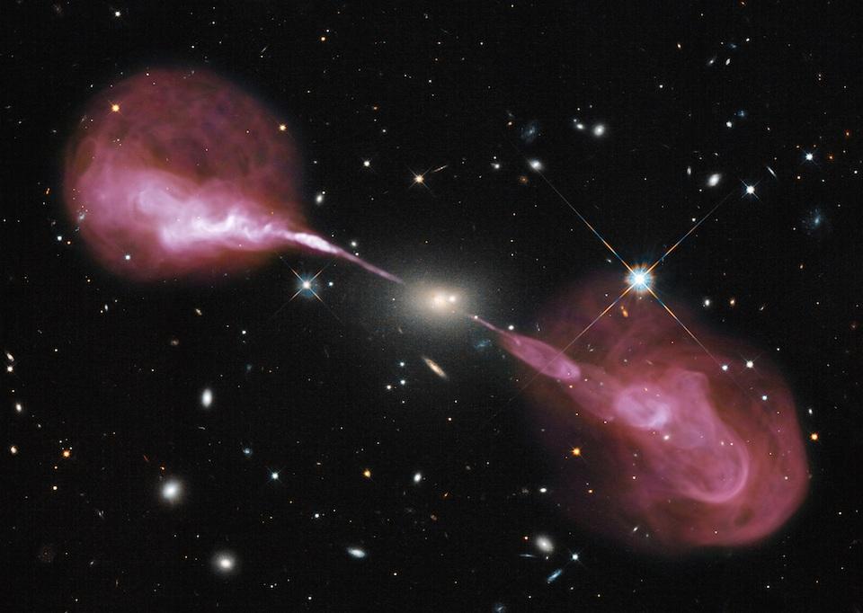 Un agujero negro supermasivo en acción- NASA, ESA