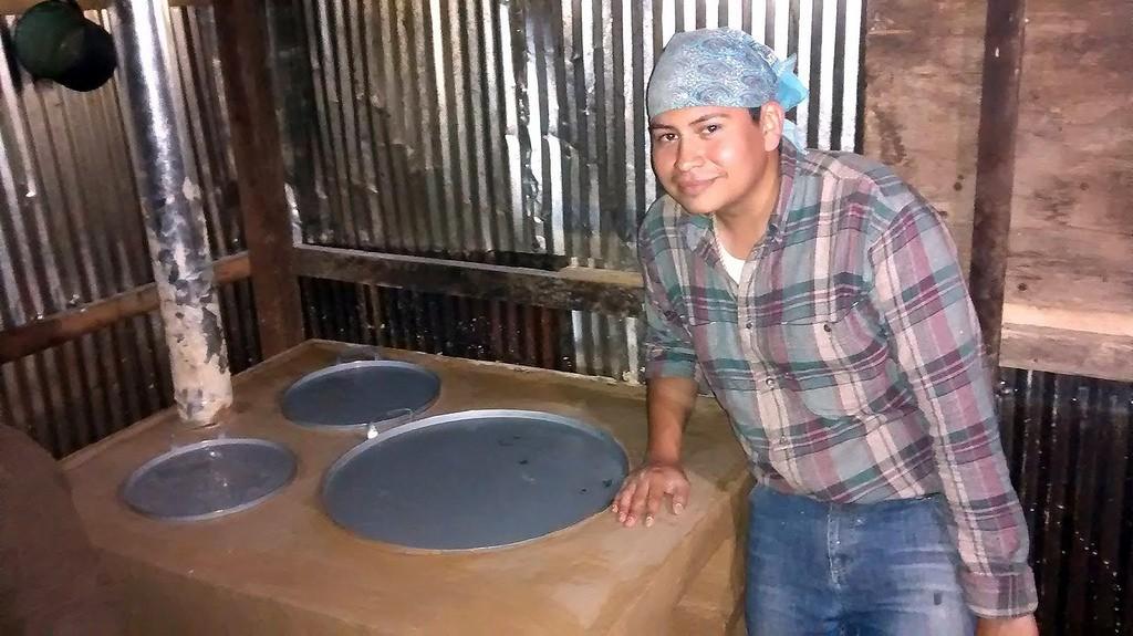 Walter Jiménez y su estufa jalpaneca