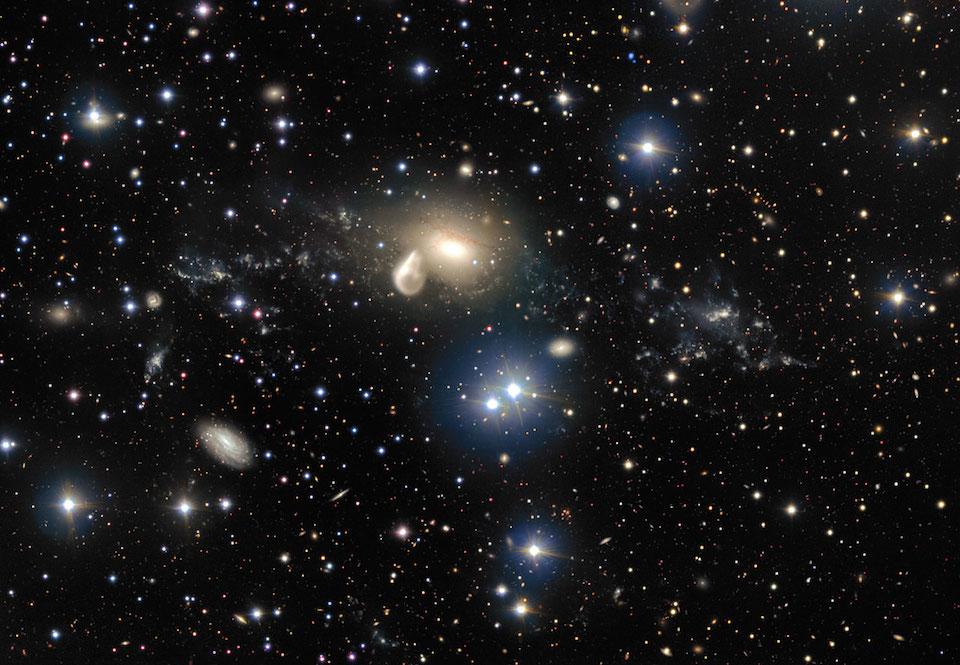Colisión de una galaxia elíptica NGC 5291 con una galaxia enana, hace 360 millones de años- ESO