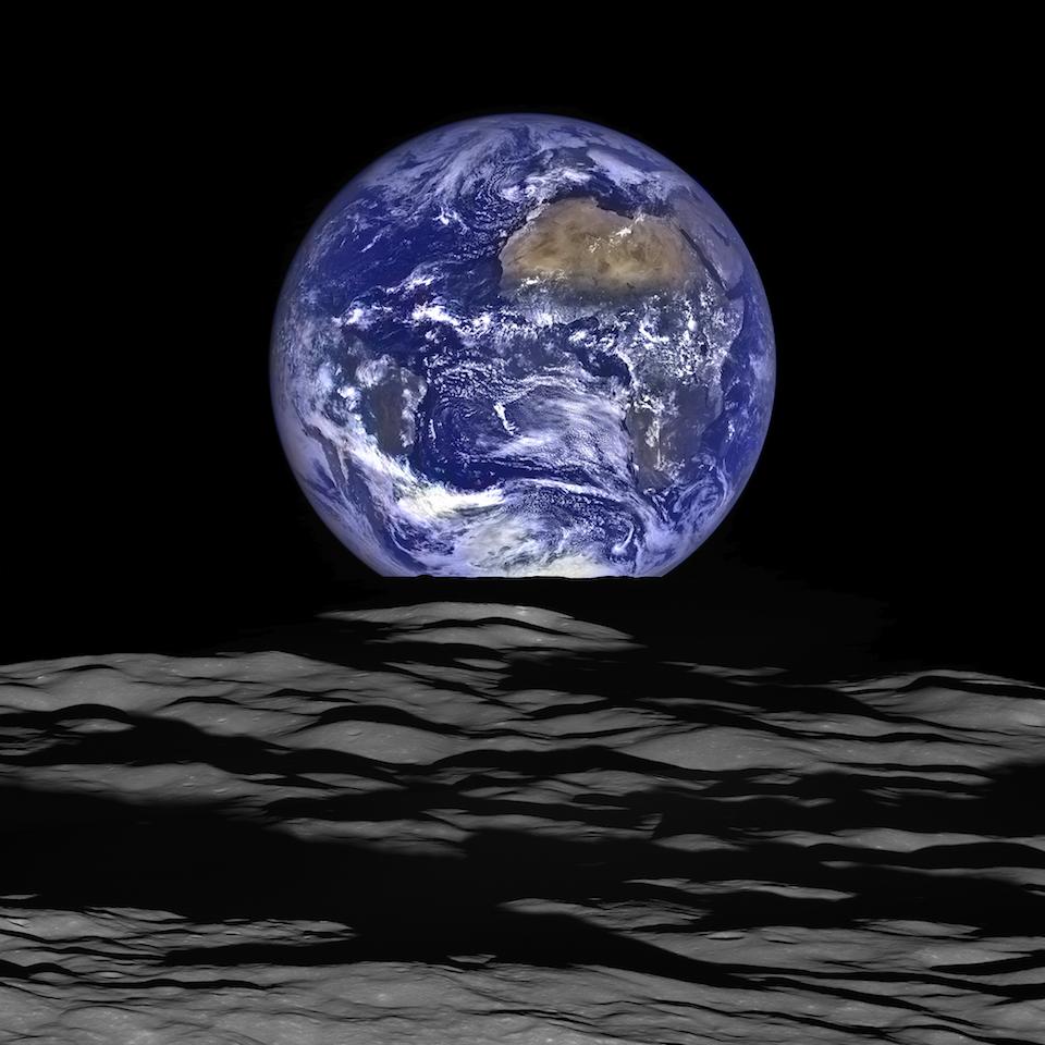 Imagen de la Tierra tomada por la sonda espacial Lunar Reconnaissance Orbiter, en óribta de la Luna