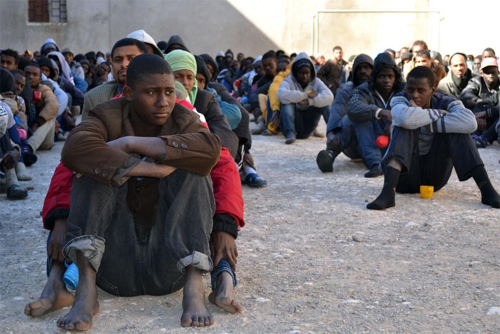 Migrantes en un centro de detención en Zawiya, Libia Foto Mathieu Galtier/IRIN