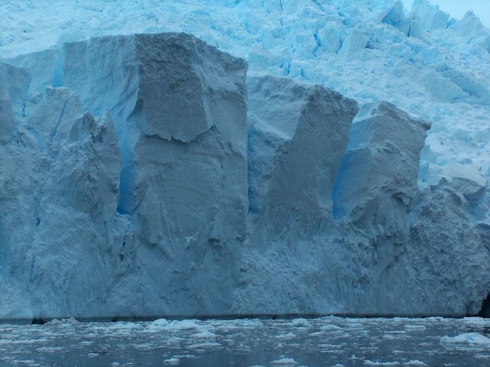 Corte en la capa de hielo Antartica- Apcbg