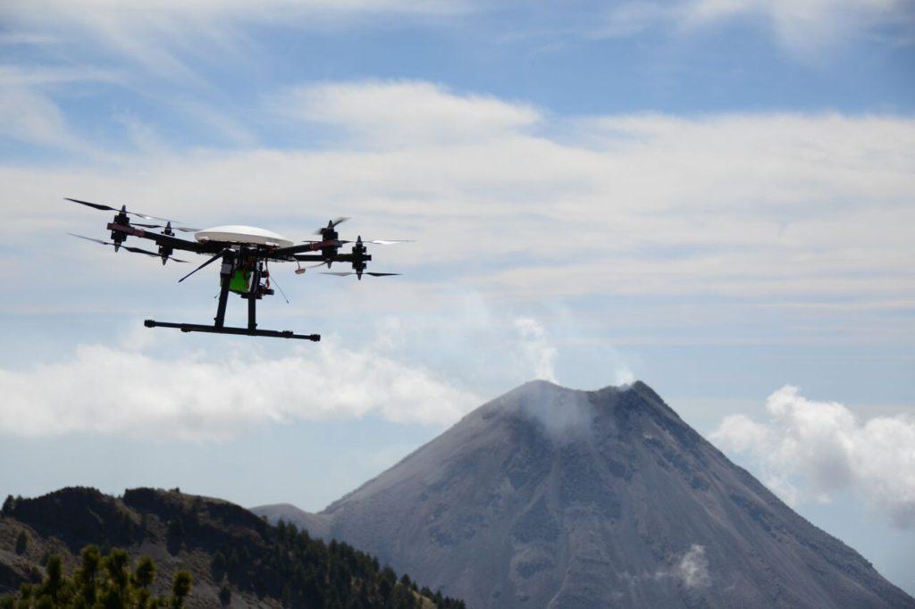 Drón para monitorear el Volcán de Colima