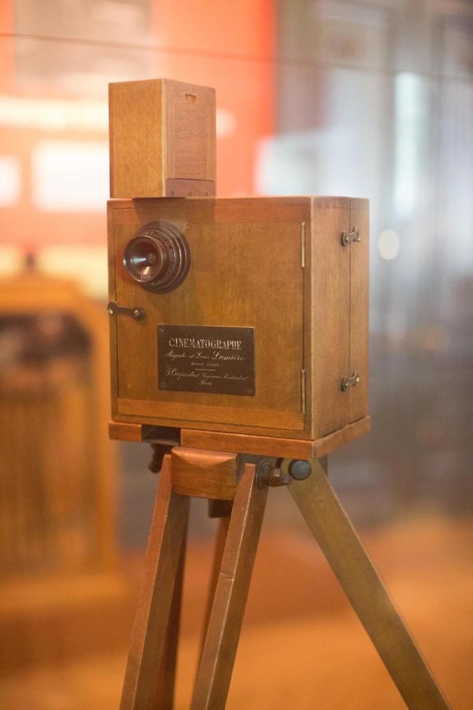 Cámara cinematográfica de los hermanos Lumière, expuesta en el Instituto Lumière de Lyon- Victorgrigas