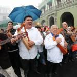Con el arpa y cantando, la marcha de protesta de la UV- Foto Tony Palacios