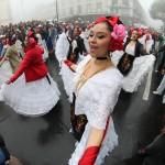 El Ballet Folclórico de la UV en la marcha de protesta- Foto Tony Palacios