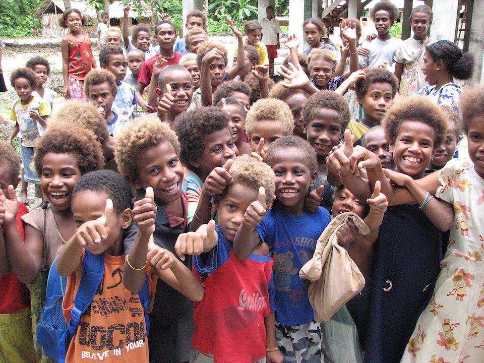Grupo de niños melanesios- Pohopetch
