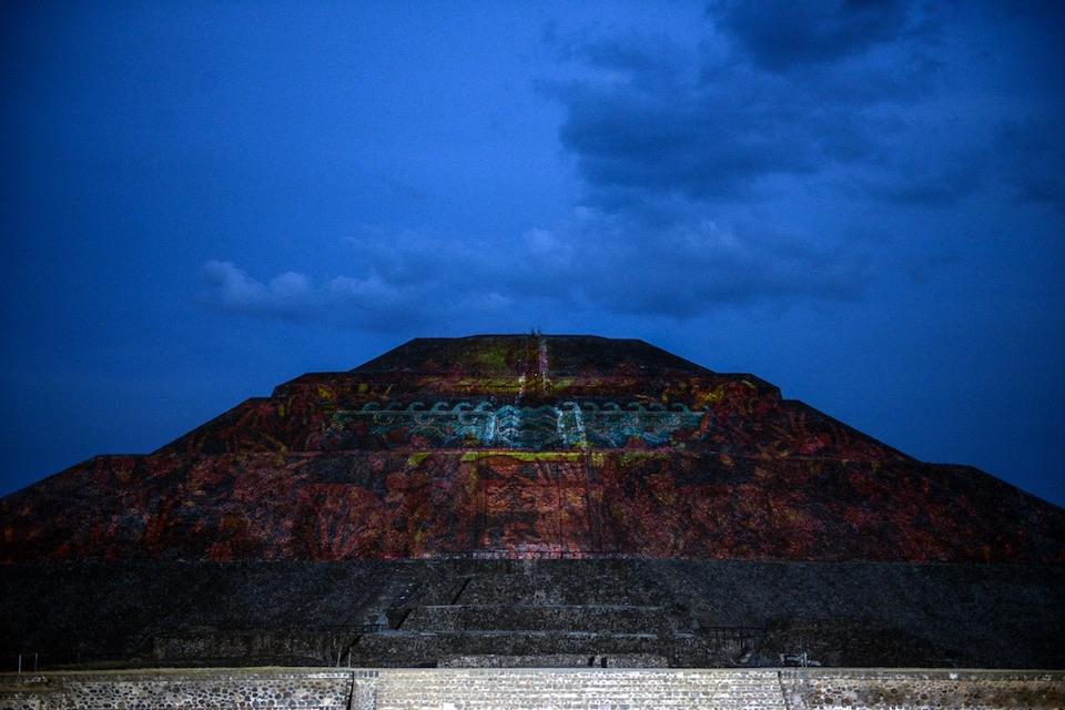 Teotihuacán, iluminación nocturna 1