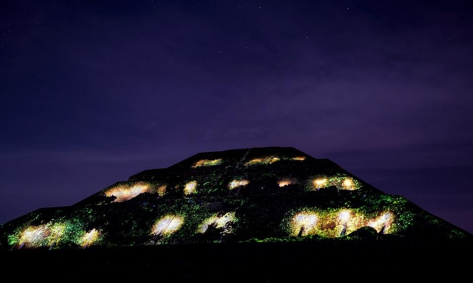 Teotihuacán, iluminación nocturna 2