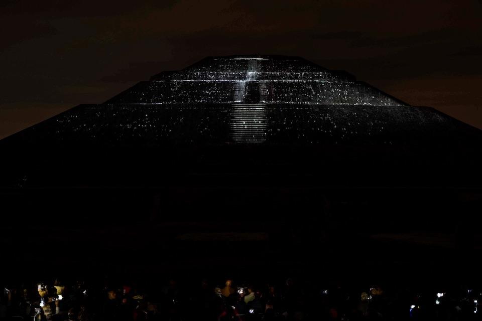 Teotihuacán, iluminación nocturna 3