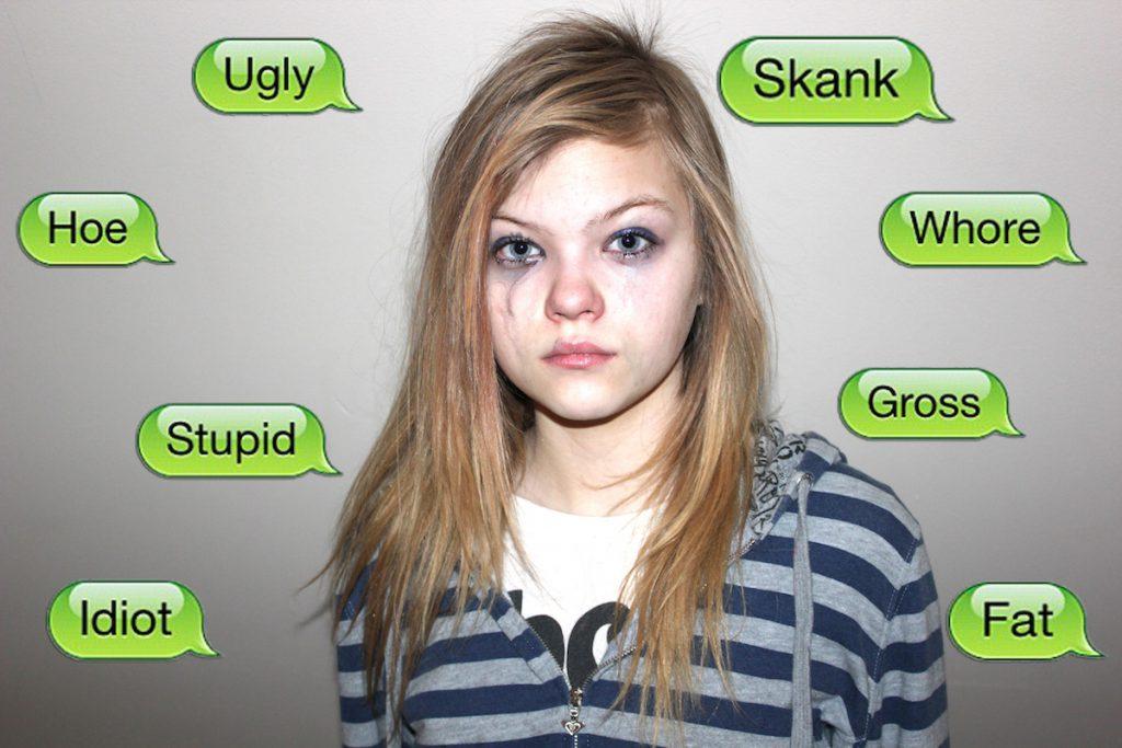 Montaje en inglés de ciberacoso a una adolescente- CC 2 0 BY