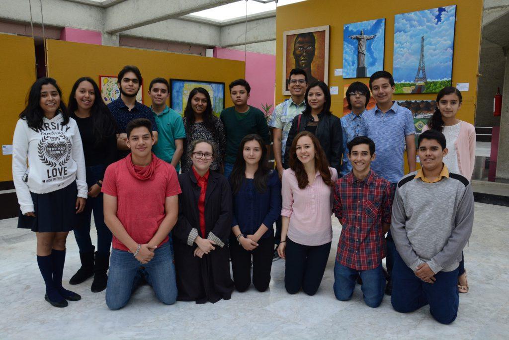 Estudiantes que expusieron sus obras en el Congreso del estado