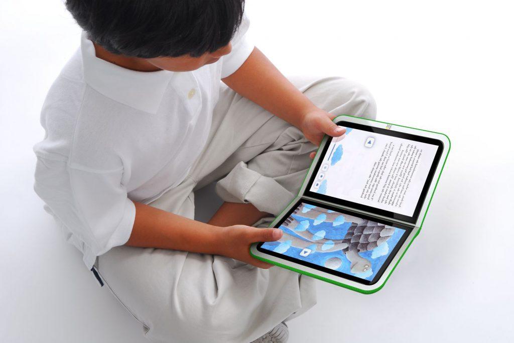 Niño leyendo un ebook en una tablet