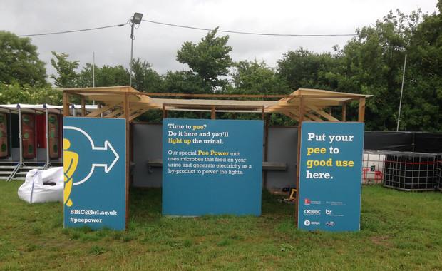 El prototipo de urinario del festival de Glastonbury genera la electricidad necesaria para encender seis tubos led. / Bristol BioEnergy Centre