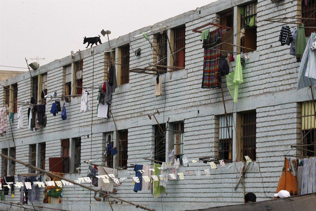 Carcel con perro vigilante (o de comapañia) en la azotea. Imagen tomada de eruoparess.net