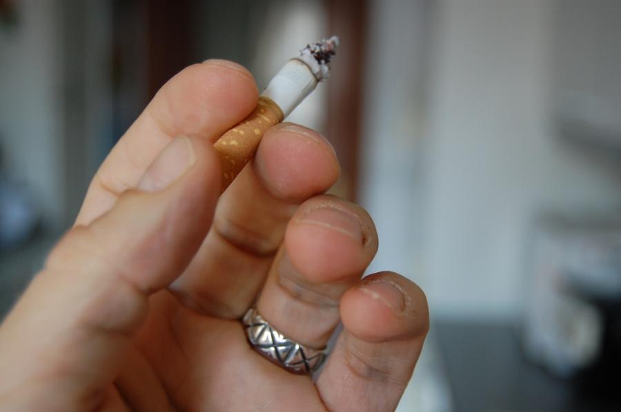 Un estudio revela el vínculo existente entre un receptor neuronal concreto, CB1R, y los déficits cognitivos asociados al hecho de dejar de fumar. / srgpicker