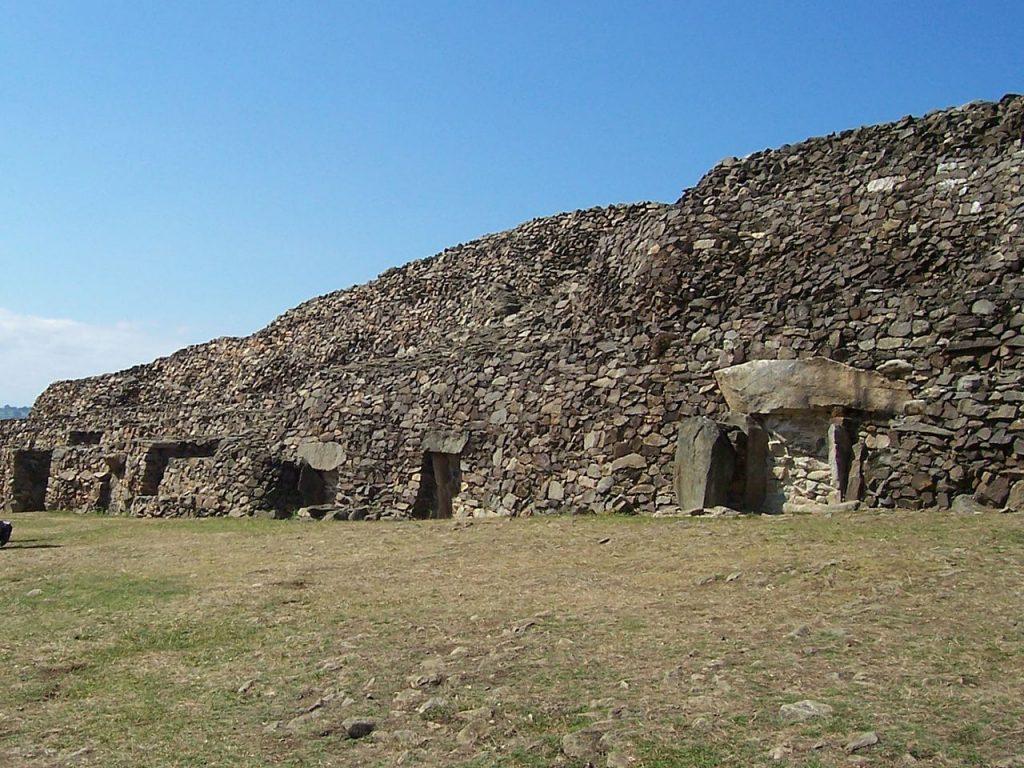 El túmulo de Barnenez en Bretaña (Francia). / NewPapillon