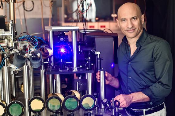 El profesor Jeff Steinhauer estudia la radiación de Hawking en Technion (Israel). / Nitzan Zohar-Technion Spokesperson's Office