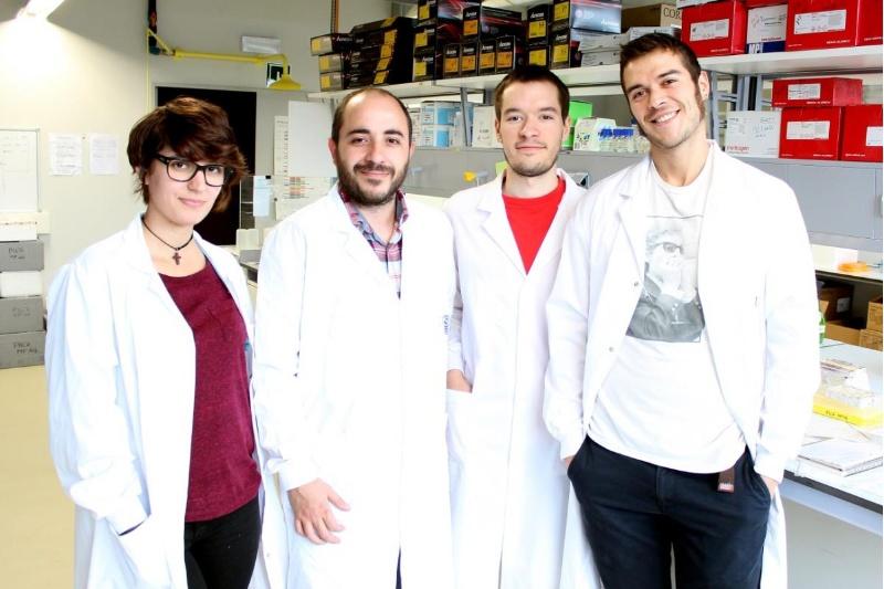 Miguel Fidalgo (segundo por la izquierda), junto a su equipo en los laboratorios del CiMUS. / Andrés Ruiz
