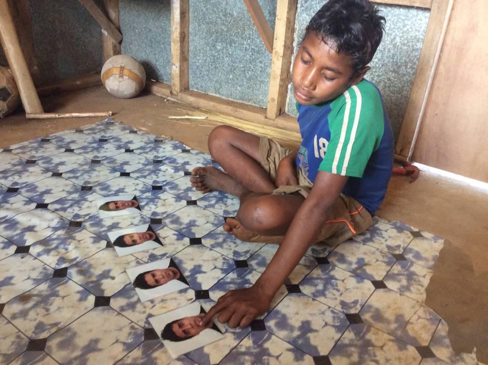 Un joven de las islas Trobriand identifica emociones en los rostros que se le muestran. Imagen: PNAS