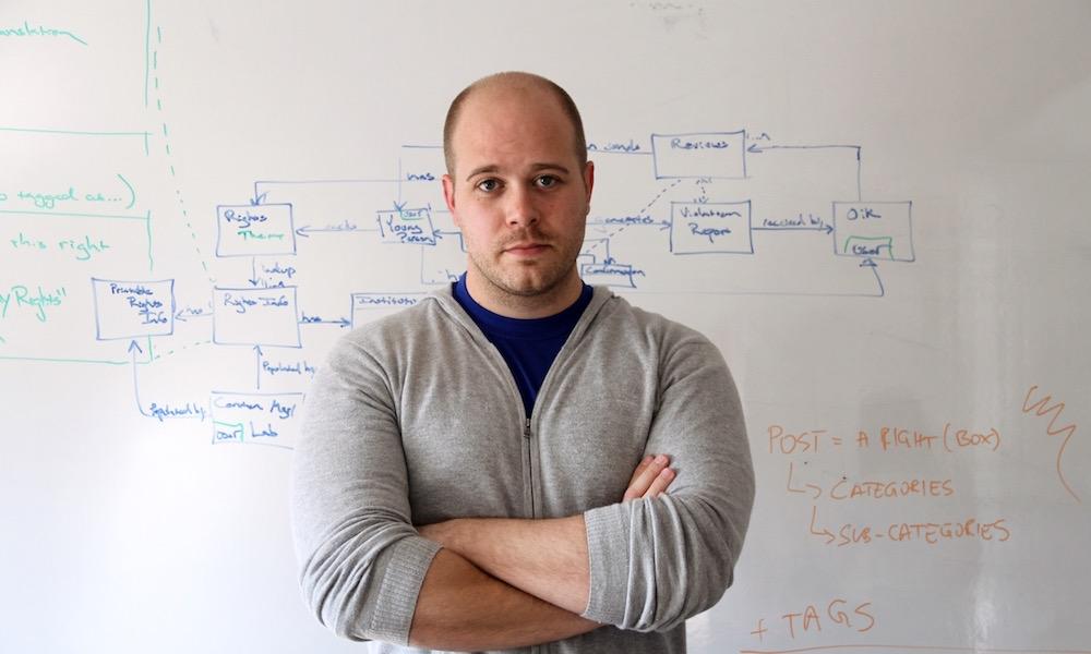Joshua Harvey, director del Laboratorio de Innovación de Kosovo- UNICEF