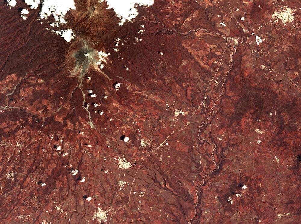 Volcán de Colima visto desde el espacio, el 6 de septiembre de 2016, por el satélite Landsat 8