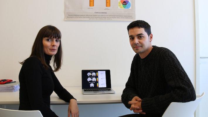 Los autores de esta investigación, Raquel Vilar y Juan Verdejo. / UGRdivulga