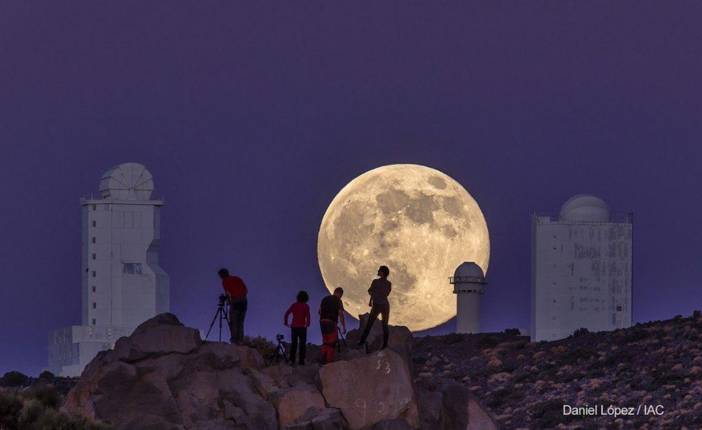 Superluna vista el 10 de agosto de 2014 desde el Observatorio astronomico del Teide, en Islas Canarias- Daniel Lopez, IAC