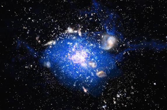 Ilustración del océano cósmico de gas frío (que se extiende por espacio con 250.000 años luz) en el corazón de un cúmulo embrionario de galaxias, en cuyo centro se encuentra la supergalaxia Telaraña o MRC 1138-262. / ESO/M. Kornmesser