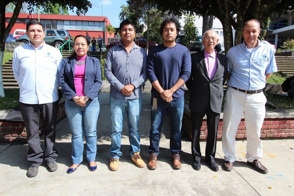 Alumnos y académicos de Ingeniería UV