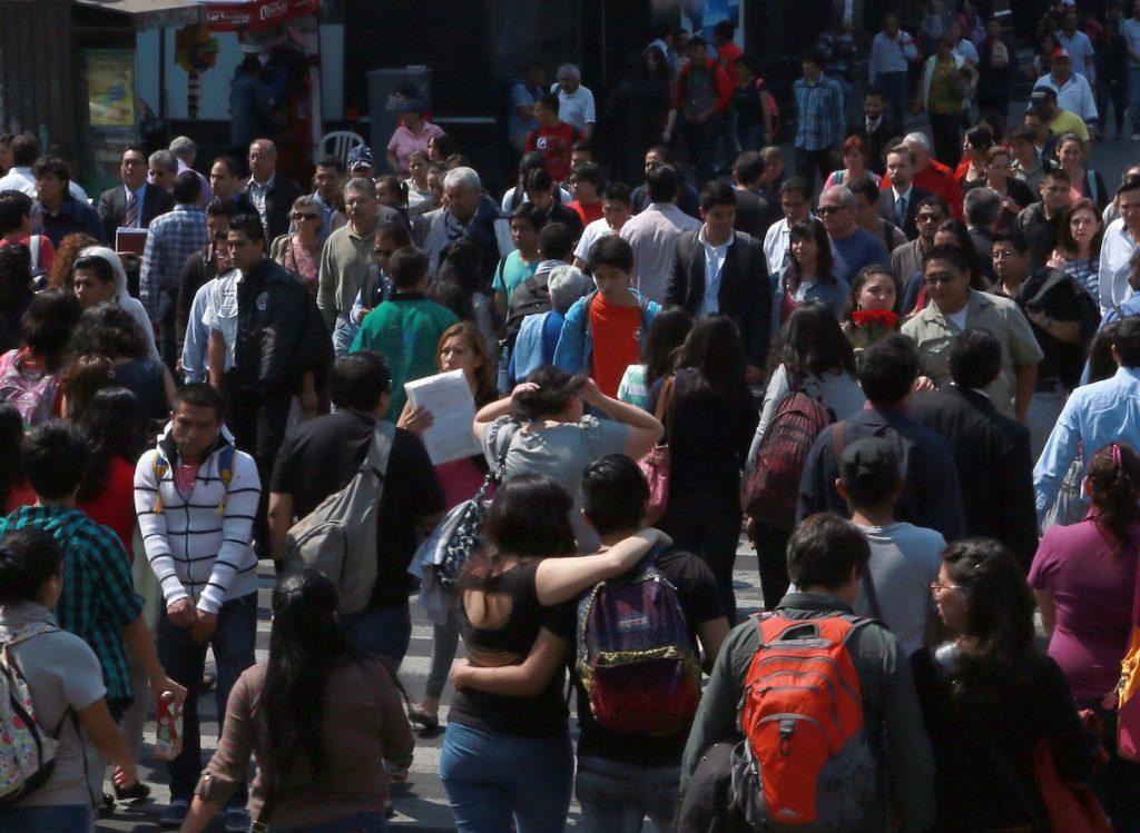Personas caminando- Alejandro Juárez Gallardo