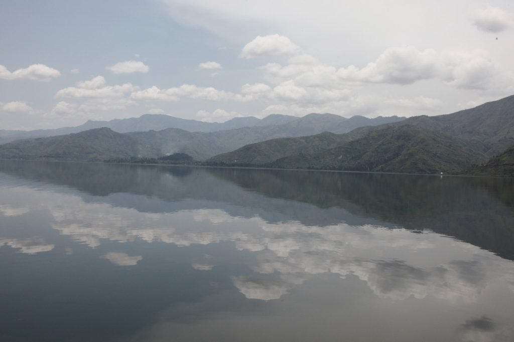 El cielo reflejado en el Lago Kivu