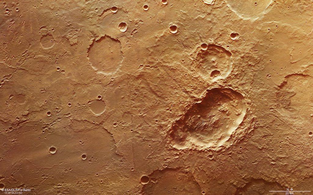 Trío de cráteres en Marte- ESA:DLR:FU Berlin, CC BY-SA 3 0 IGO