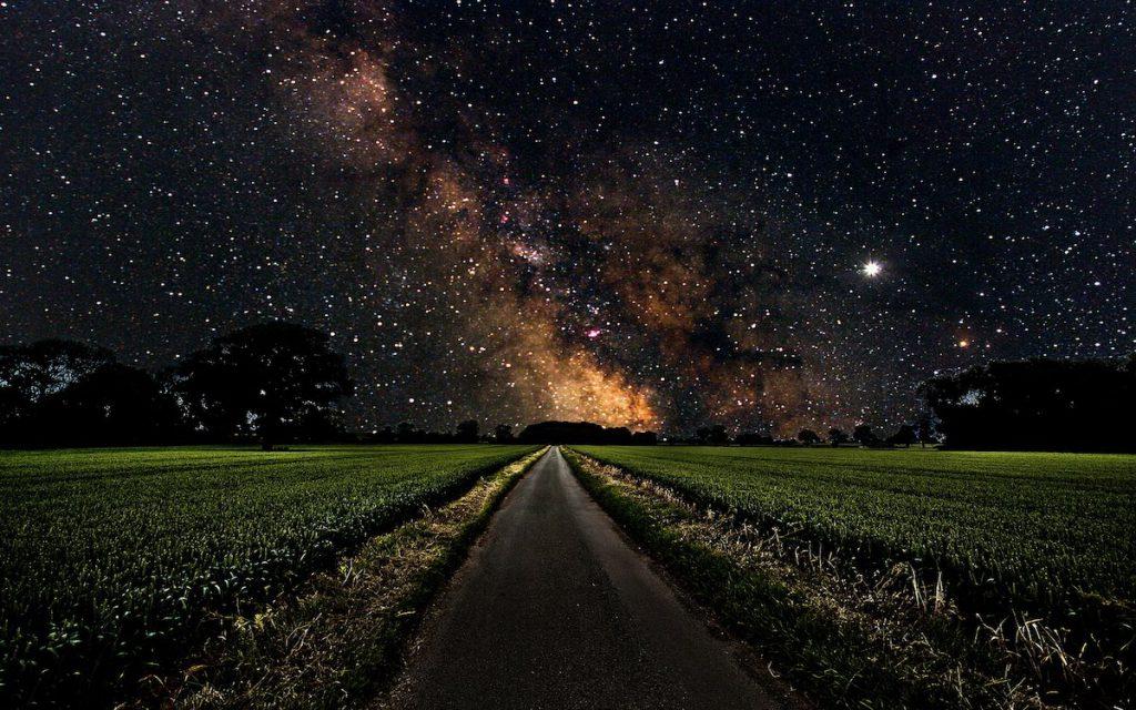 Estrellas y camino
