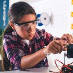 Empoderar a las niñas para que más se dediquen a la ciencia
