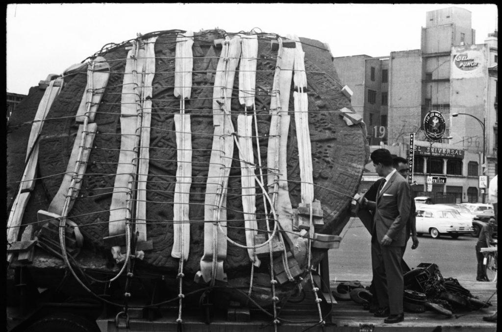 Traslado de El Calendario Azteca o Piedra del Sol hacia el Museo Nacional de Antropología- Foto de El Universal