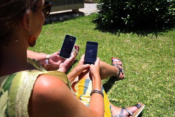 La aplicación considera el índice ultravioleta del entorno y el fototipo de cada usuario para calcular el tiempo que tarda la dermis en quemarse por el sol. / UMA