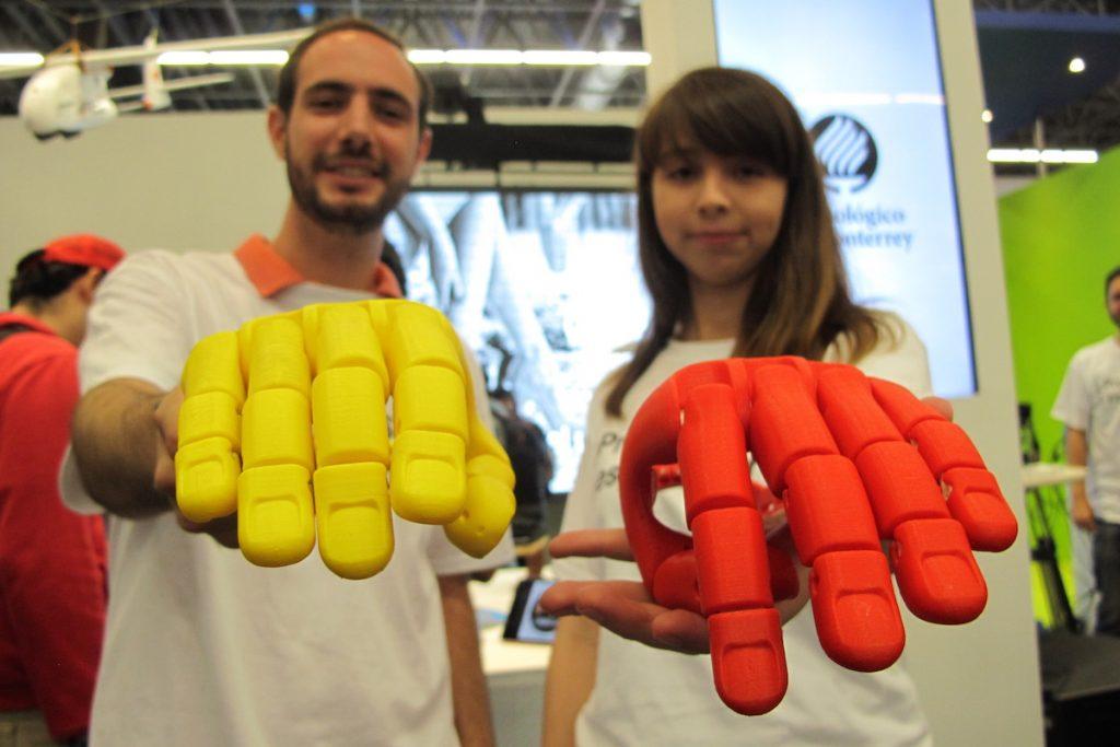Imprimen prótesis a la medida en 3D, y de bajo costo