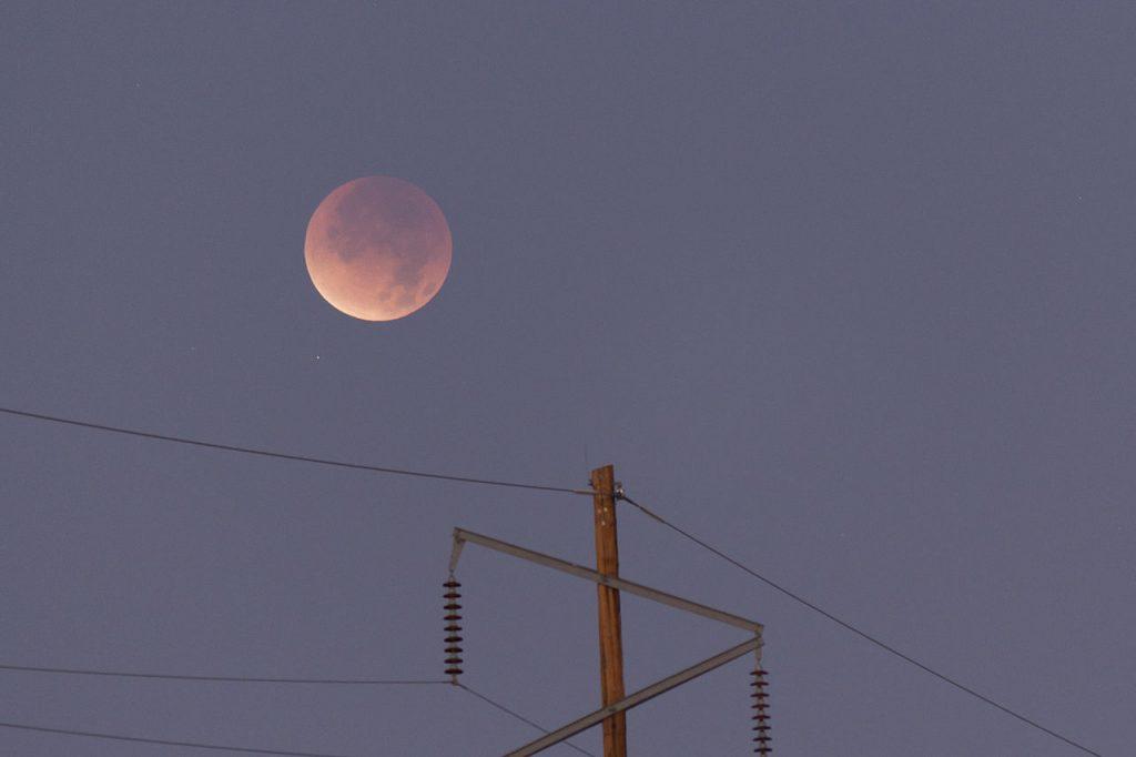 Eclipse lunar parcial- Collin Grady