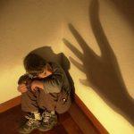 Niños creen que está bien que sus padres los eduquen con violencia.