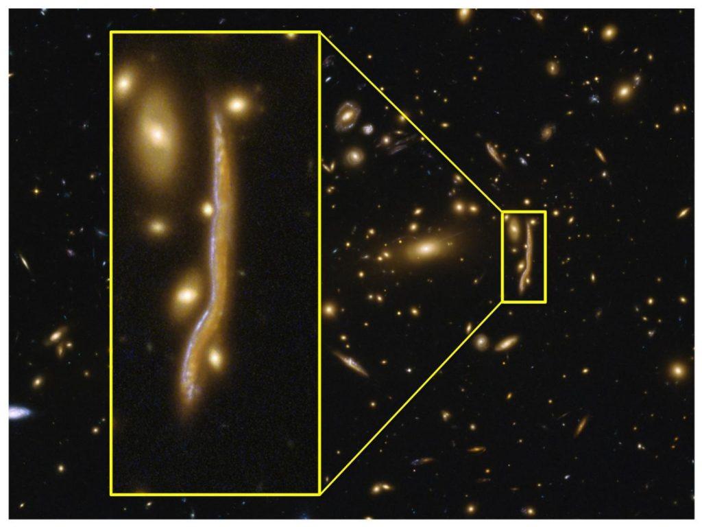Galaxia en forma de serpiente cósmica- ESA, Hubble, NASA, A. Cava