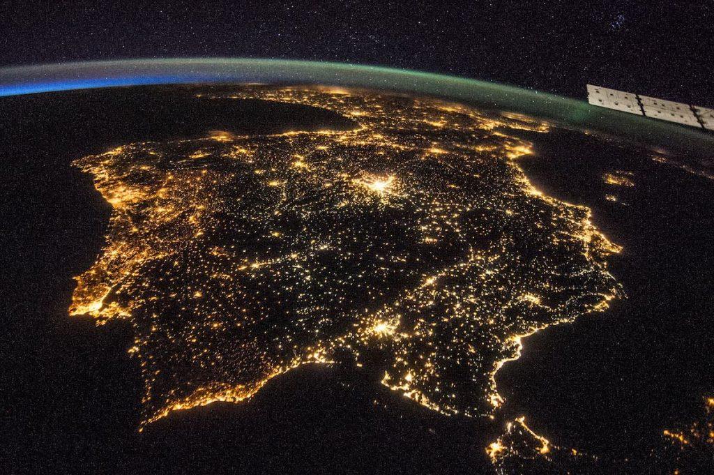Iluminación nocturna en la Península Ibérica