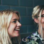 ¿Qué dicen las mujeres jóvenes cuando hablan de hombres y sexo?