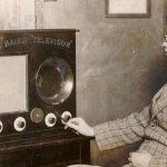 La primera transmisión de imágenes en movimiento por televisión, se hizo el 26 de enero de 1926