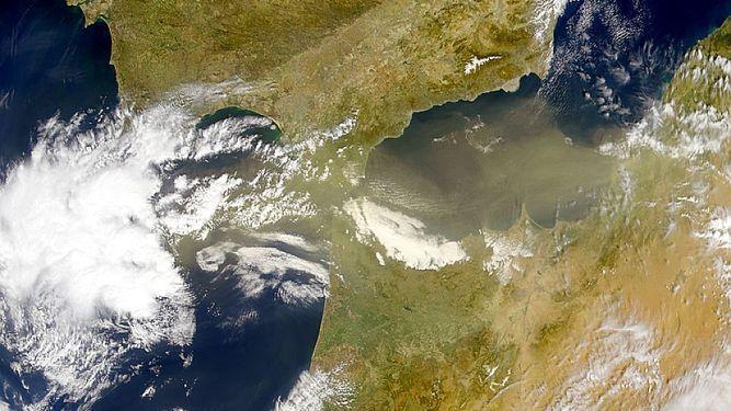 Borrascas del Atlántico y polvo sahariano sobre la Península Ibérica- NASA Visible Earth
