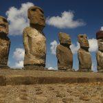 Jakob Roggeveen descubre la Isla de Pascua y sus gigantescas estatuas, el 5 de abril