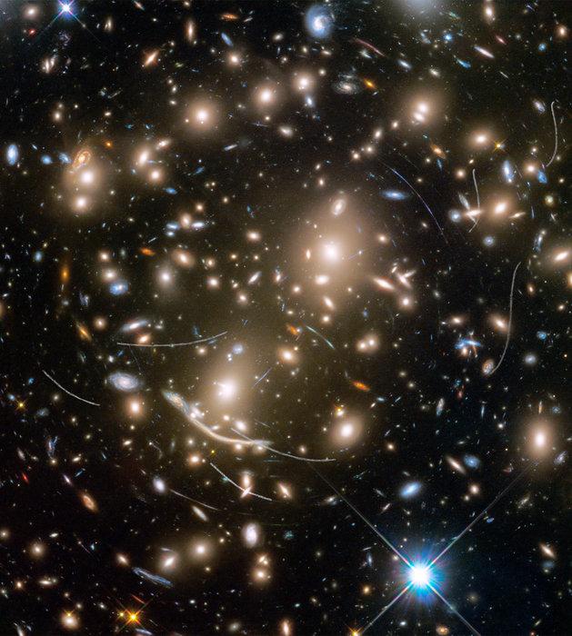 Asteroides cercanos bloqueando galaxias distantes