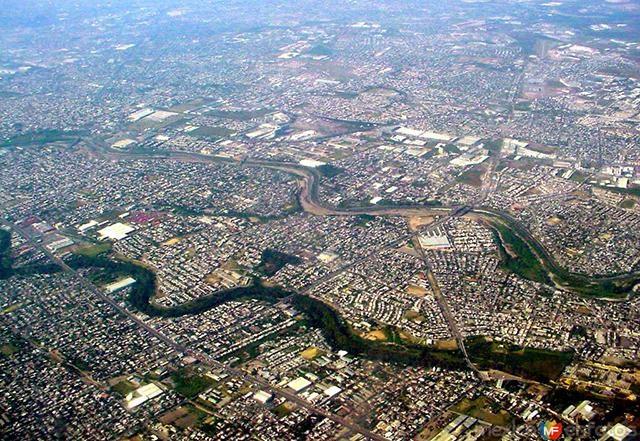 Vista aérea del área metropolitana de la ciudad de Monterrey, Nuevo León, donde la disponibilidad del agua seguirá siendo un factor fundamental para el desarrollo de la urbe en el futuro.