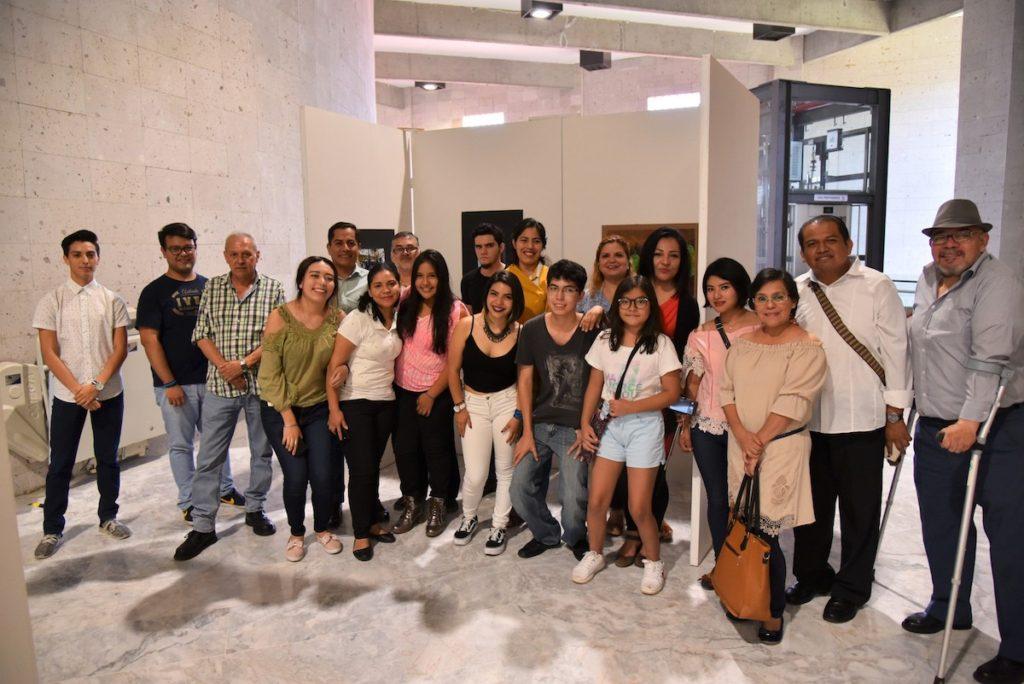Alumnos de los talleres de Artes Plásticas y Fotografía, de la Universidad IVES
