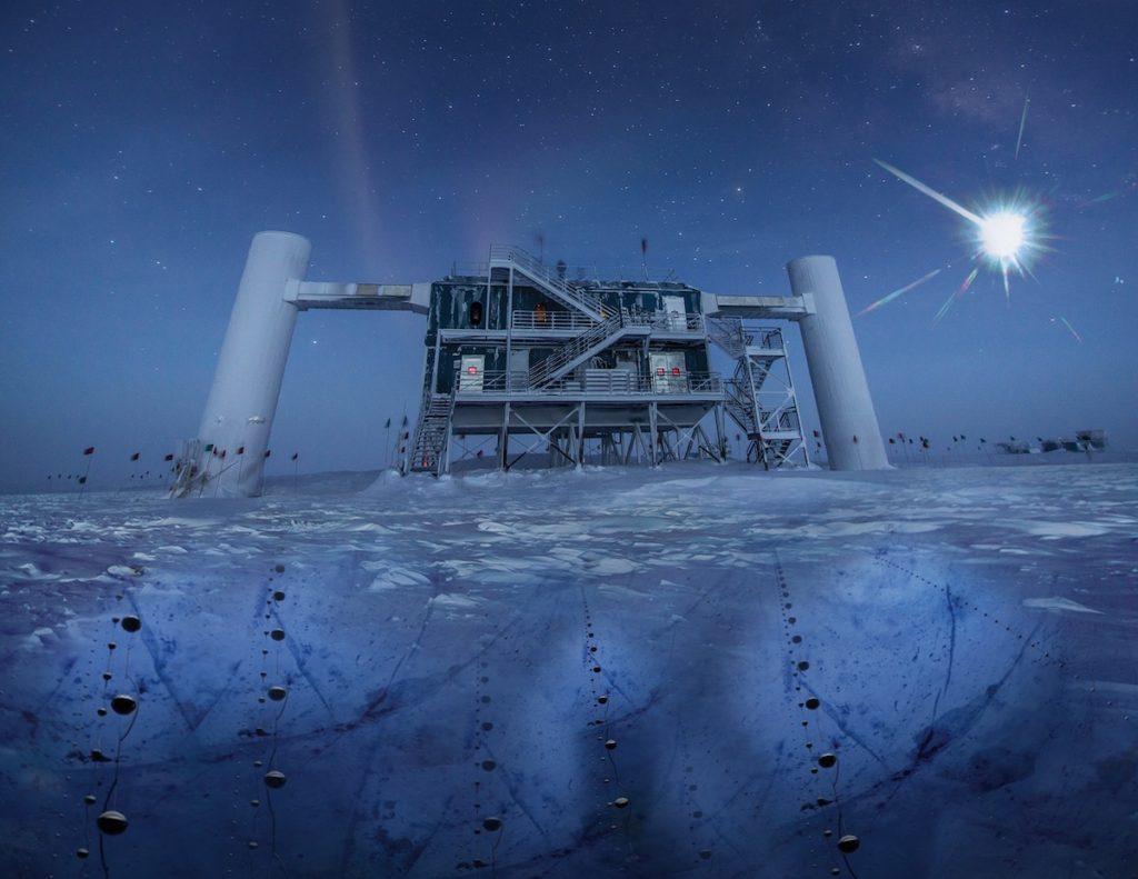 IceCube Lab, con sus sensores esféricos (llamados DOM) bajo el hielo para detectar neutrinos- IceCube NSF